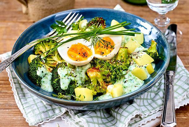 Ei-Spar-Potenzial: Kartoffel-Brokkoli-Bowl Rezept