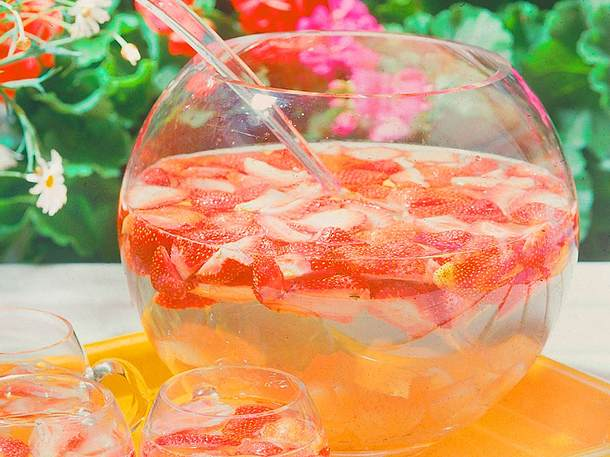 Erdbeer-Ananas-Bowle Rezept