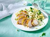 Hähnchenfilet mit Bröselkruste und Bandnudeln mit Kräuter-Käsesoße und Brokkoli (Titel) Rezept