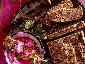 Superfood-Brot mit Rote-Bete-Aufstrich (Thema Superfood) Rezept