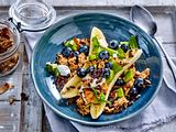 Frühstücks-Bowl mit Banane und Granola Rezept