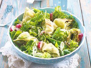 Frühlingssalat mit gebratenen Maultaschen Rezept