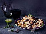 Gebratener Rotkohl mit Reisnudeln und Erdnusscreme Rezept