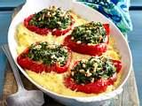 Gefüllte Paprika im Kartoffelbett Rezept