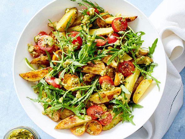 Kartoffelsalat-mit-Rauke-und-Tomaten Rezept