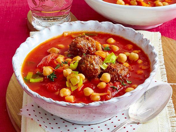 Kichererbsen-Tomaten-Eintopf mit Hackbällchen Rezept
