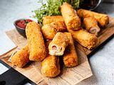 Knusprige Toast-Röllchen mit Käse und Schinken-Rezept