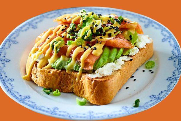 """Lachs-Avocado-Toast """"Schnell was zwischen die Kiemen"""" Rezept"""