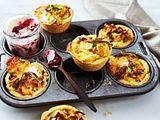 Lauchquiche-Muffins mit Preiselbeer-Schmand Rezept