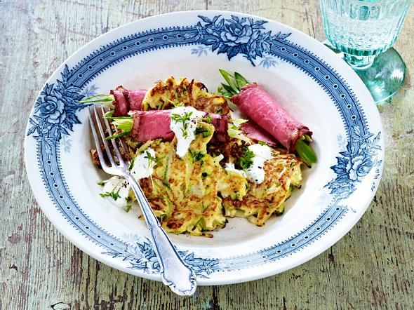 Mairübchen-Rösti mit Roastbeef-Röllchen und Kressecreme Rezept