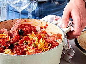 Mittagspasta mit Salami-Taktik Rezept