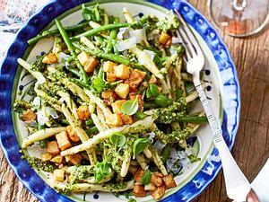 Pasta-Salat mit Kartoffelcroutons Rezept