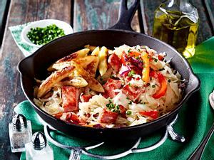 Sauerkrautpfanne mit Kasseler, Paprika und Schupfnudeln