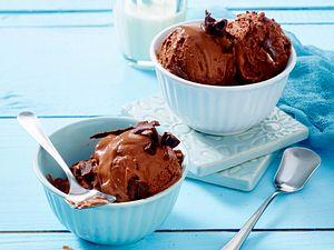 Schokoladeneis selber machen Rezept