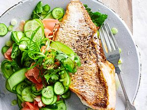 Skinny Bratfisch mit Cool-Down-Salat Rezept