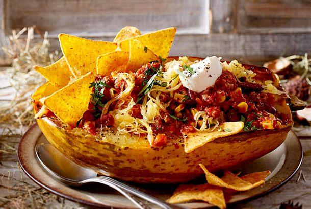 Spaghettikürbis mit Chili con carne Rezept