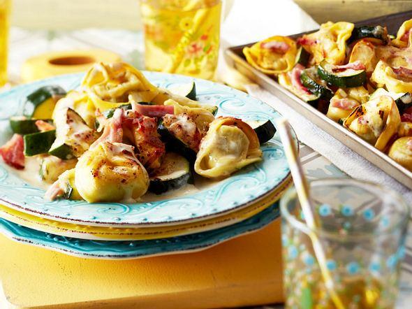 Turbo-Tortelloni mit Zucchini vom Blech Rezept