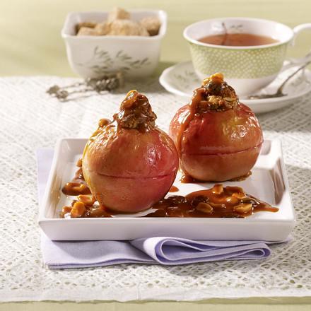 Äpfel mit Marzipanfüllung und Karamellsoße Rezept