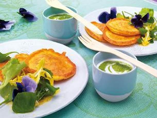 Allgäuer Bergkäse-Puffer mit Frühlingsblüten-Salat Rezept