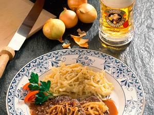 Allgäuer Zwiebelrostbraten mit Käse-Spätzle Rezept