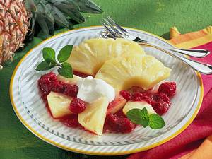 Ananas mit Rotwein-Himbeersoße Rezept