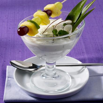 Ananas-Trauben-Spieß auf Kokos-Minz-Joghurt Rezept