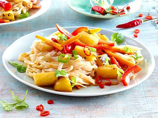 Ananasgemüse mit Reisnudeln und Chili Rezept