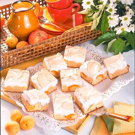 Apfel-Aprikosenkuchen mit Schaummasse Rezept