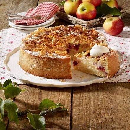 Apfel-Bienenstichkuchen mit Cranberry Rezept