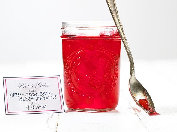 Apfel-Brombeer-Gelee mit Vanille Rezept