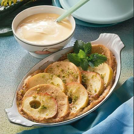Apfel-Brotauflauf mit Pfirsicheissoße Rezept
