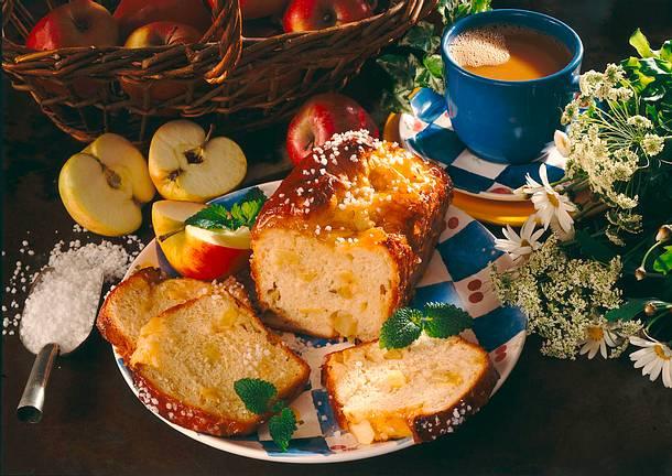 Apfel-Hefekuchen mit Aprikosenglasur Rezept