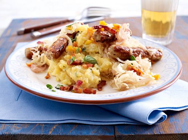 Apfel-Kartoffelpüree mit Sauerkraut & Bratwurst Rezept