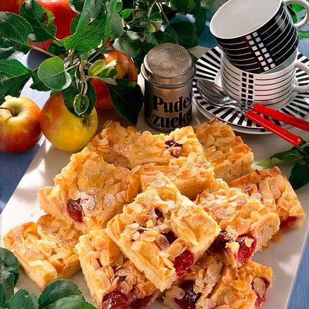 Apfel-Kirsch-Blechkuchen (mit Kirschen) Rezept