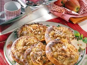 Apfel-Mandel-Schnecke mit Butter-Streuseln Rezept