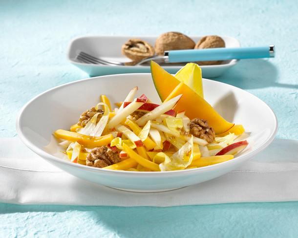 Apfel-Mango-Salat mit Nüssen Rezept