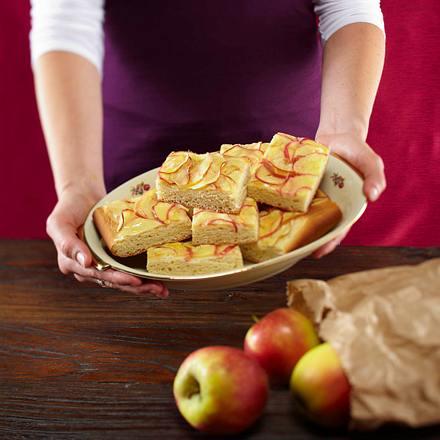 Apfel-Marzipan-Kuchen vom Blech Rezept