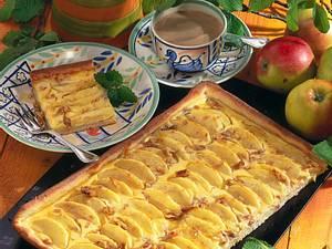 Apfel-Nusskuchen vom Blech Rezept