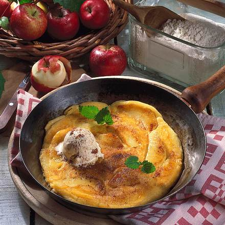 Apfel-Pfannkuchen mit Amaretto-Eis Rezept