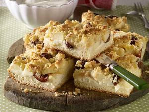 Apfel-Pflaumen-Hefekuchen mit Butterstreusel Rezept