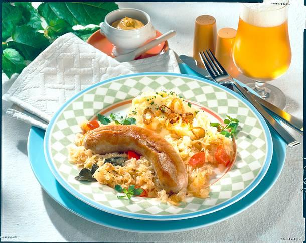 Apfel-Sauerkraut zu Bratwurst und Püree Rezept
