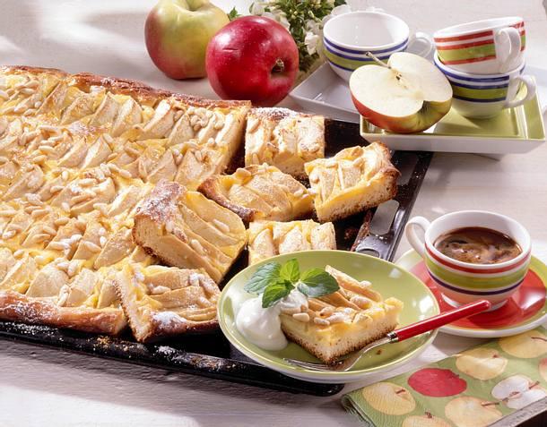 Apfel Schmandkuchen vom Blech Rezept