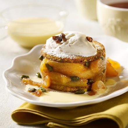 Apfel-Törtchen mit Walnusseis und Vanillesoße Rezept