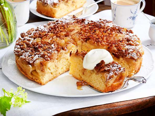 Apfelkuchen mit Walnuss-Karamell-Haube (Tarte Tatin) Rezept