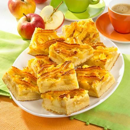 Apfelblechkuchen mit Makronengitter Rezept