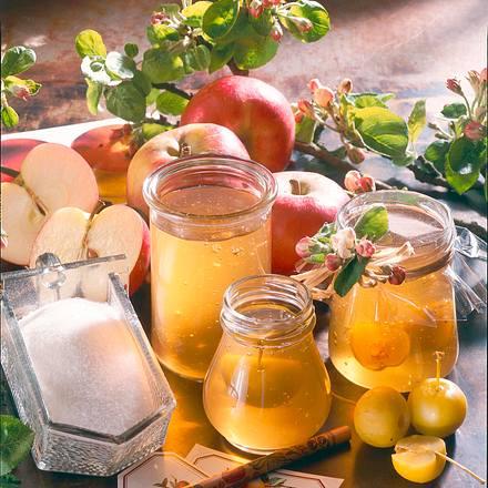 Apfelgelee mit Calvados und Miniäpfeln Rezept