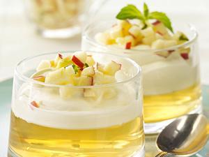 Apfelgelee mit Vanille-Mascarpone-Creme und Apfel-Tatar Rezept