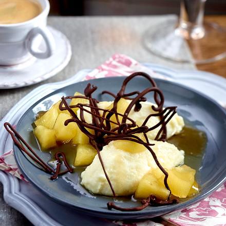 Apfelkompott mit Grießschaum und Schoko-Ästen Rezept