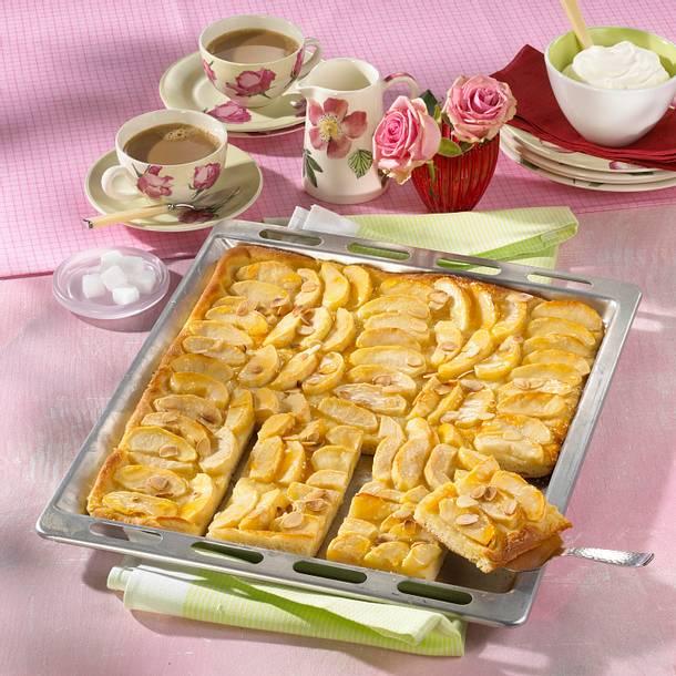 Apfelkuchen aus Hefeteig vom Blech Rezept
