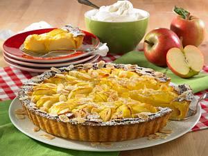 Apfelkuchen mit Schmandguss und Mandeln Rezept